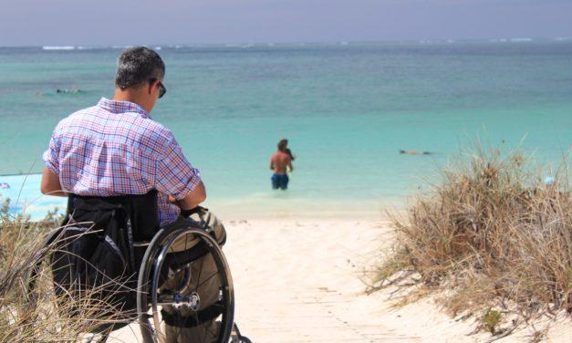 Se déplacer en fauteuil roulant pour découvrir les lieux d'intérêt cubains